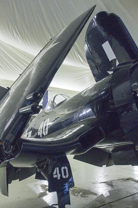 F4U-7 Corsair-wing folded_4515