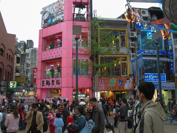 Building in a Important Shopping Area in Taipei
