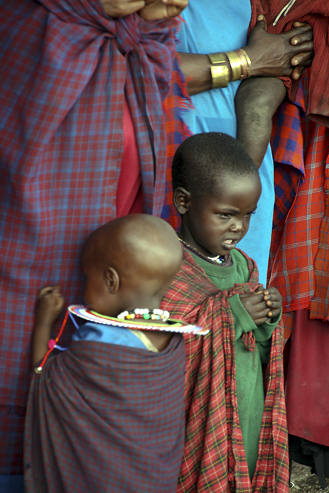 masai kids in front of mothers