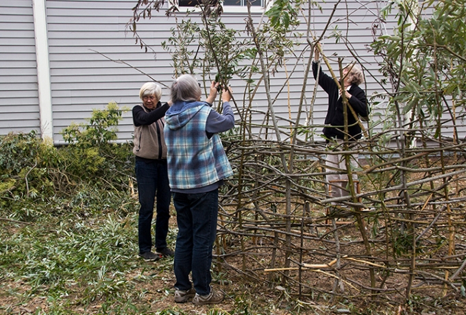 Community Volunteers Help Build Large Nest
