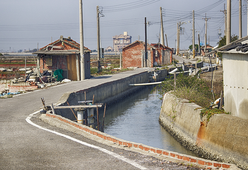 Fish Huts S curve of road