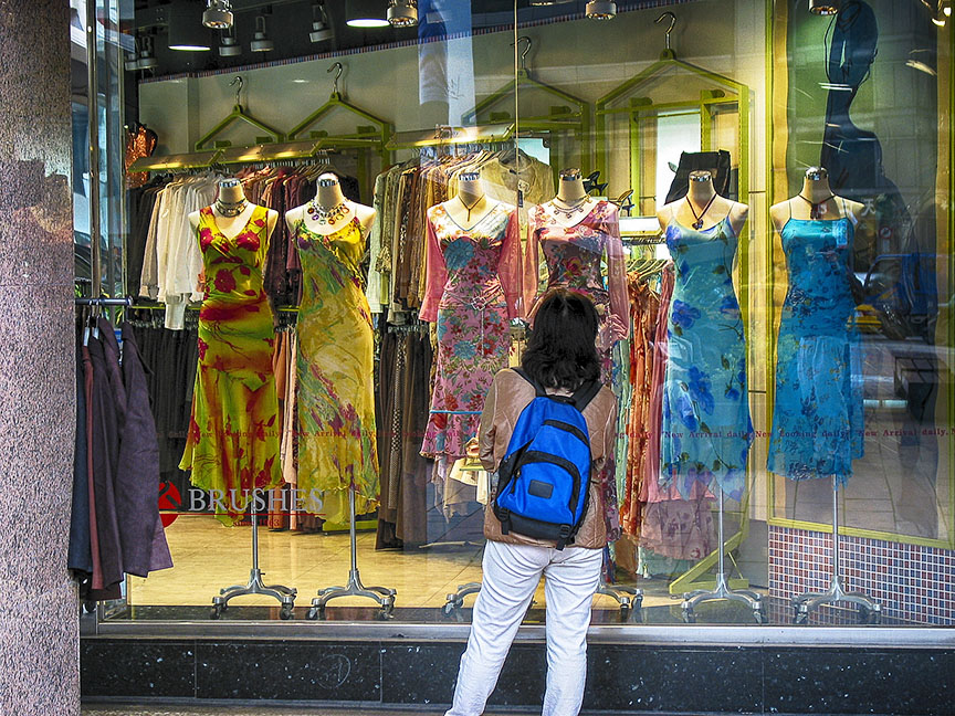 Taiw woman window shopping-2