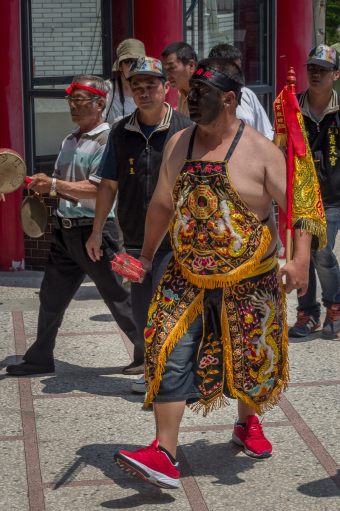 Humans, referred to as Tangki are dressed in special costumes with blackened faces become possessed by their god when entering the temple they are visiting. For Part 1 go to https://allentimphotos2.wordpress.com/2015/05/08/temple-god-visits-and-tangji-humans-possessed-by-their-taoist-god/