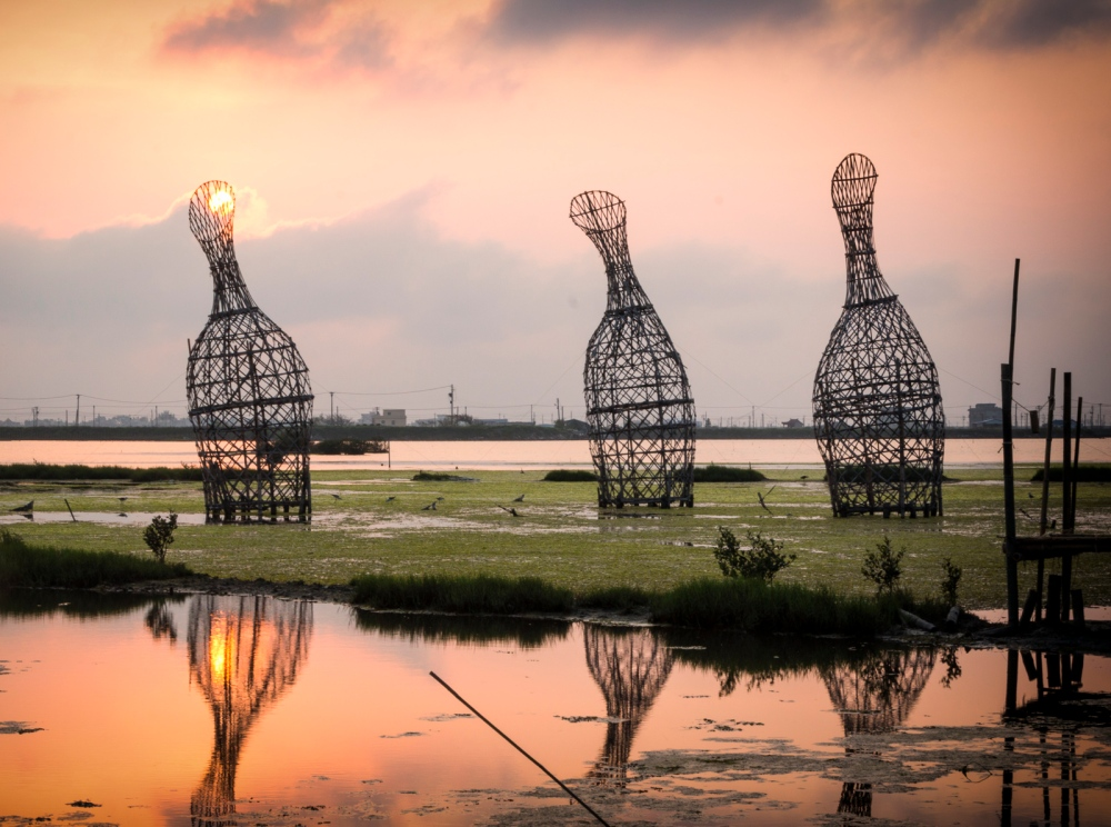 """""""Water Core"""" by Roger Rigorth, 2015 Cheng-Long Wetlands International Environmental Art Project https://artproject4wetland.wordpress.com Cheng Long, Yunlin County April 11, 2016"""