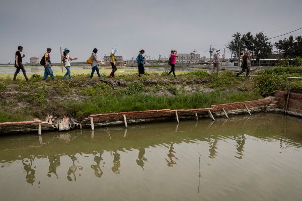 Artists and Volunteers Looking at the Sites for Art Installations -Cheng-Long Wetlands International Environmental Art Project - https://artproject4wetland.wordpress.com - Cheng Long, Yunlin County - April 09, 2016