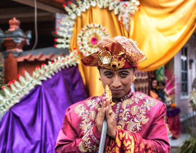 Arya Saying Goodbye Arya & Dewi at Their Wedding Banquette Bali, Indonesia May 3, 2016